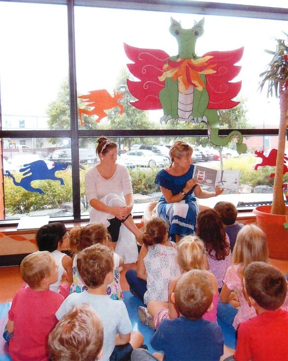 Des enfants apprécient les activités du Club de lecture d'été TD à la Bibliothèque Sainte-Julie