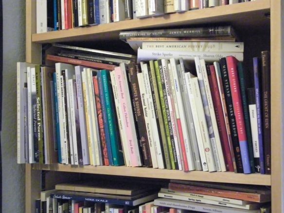 Un échantillon des œuvres littéraires dont regorge la bibliothèque du bureau de P.K. Page.