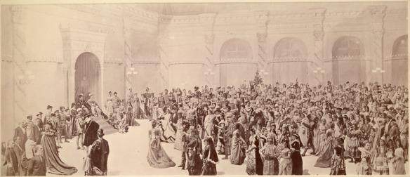 Image composite du grand bal costumé donné par le comte de Dufferin à Rideau Hall, le 23 février 1876. L'image produite au cours des mois qui ont suivi l'événement a probablement été terminée en mai ou en juin.