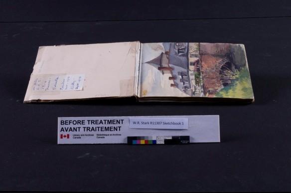 Exemple d'un traitement de restauration requis : le ruban adhésif doit être retiré.