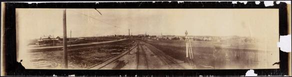 Vue de la voie ferrée, à Fergus (Ontario), vers 1886-1887.