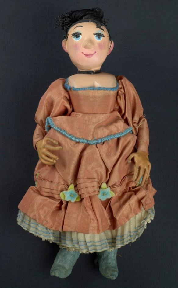 Marionnette – L'épouse dans une robe orange