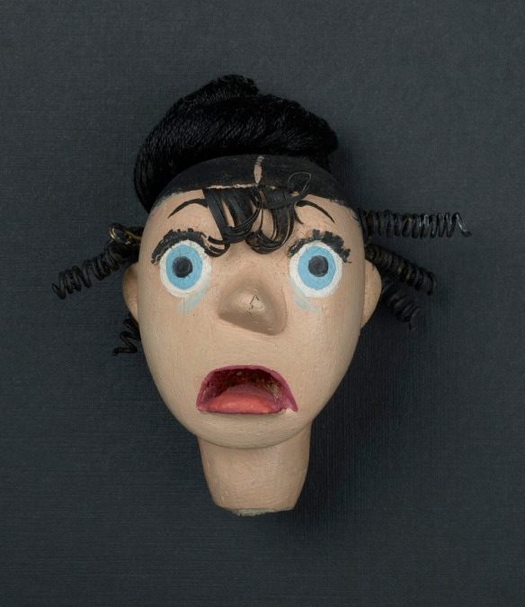 Tête de marionnette – L'épouse effrayée