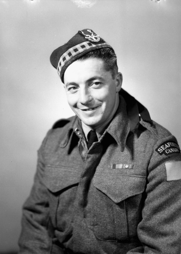 Le soldat Ernest Alvia « Smokey » Smith, V.C., des  Seaforth Highlanders of Canada