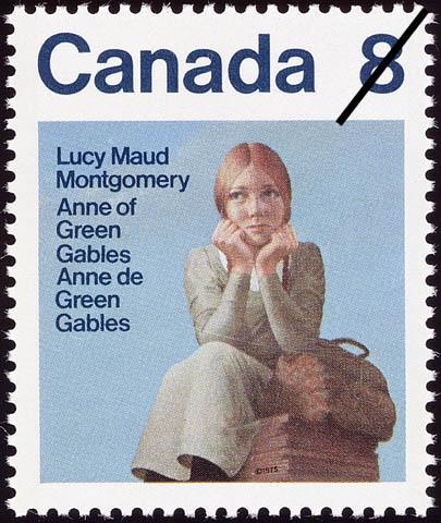 Timbre orné d'un dessin d'une jeune fille rousse assise sur une boîte. Elle a une sacoche en cuir à côté d'elle et semble réfléchir ou attendre quelqu'un.