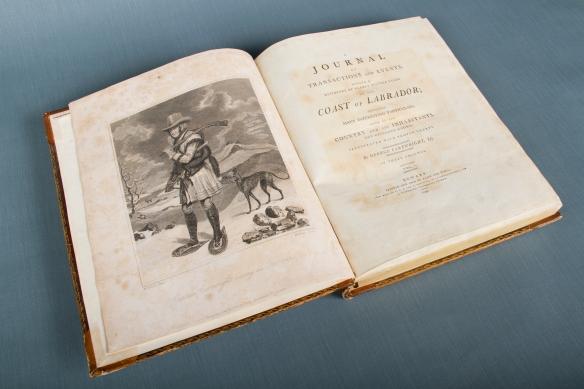 Même portrait que celui apparaissant plus haut, mais présenté cette fois sous sa forme imprimée, publiée en 1792 dans la première édition du livre.