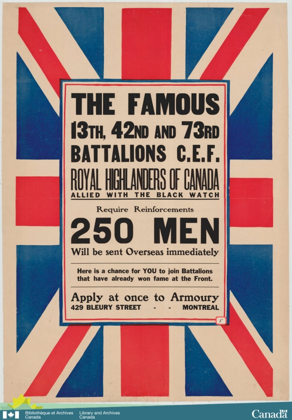Affiche en couleur de l'Union Jack (drapeau de l'Union royale) présenté de côté et accompagné d'un avis de recrutement pour les 13e, 42e  et 73e bataillons, connus comme le Royal Highlanders of Canada et alliés avec la Black Watch.