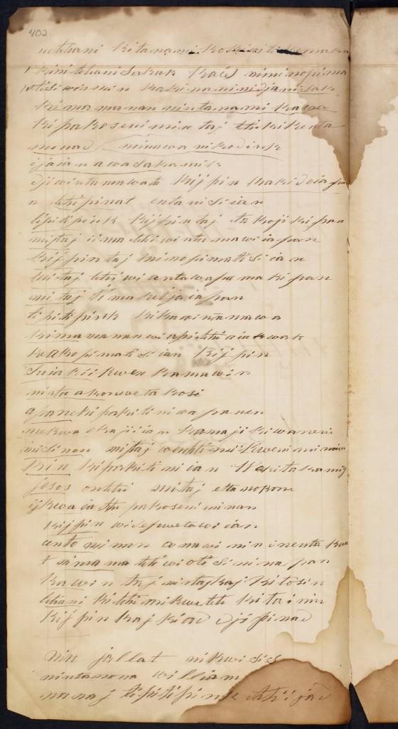 Une reproduction en couleurs d'une page du grand livre. Écrite à l'aide d'une plume et d'encre, en langue ojibwa. On remarque dans le coin intérieur du bas des dommages causés par l'eau et quelques lignes brunes.