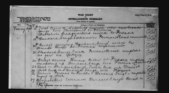 Une reproduction en noir et blanc d'une page manuscrite portant l'inscription suivante datée du 15 avril 1917 : « […] le quartier général du bataillon a été déménagé à Peronne. »