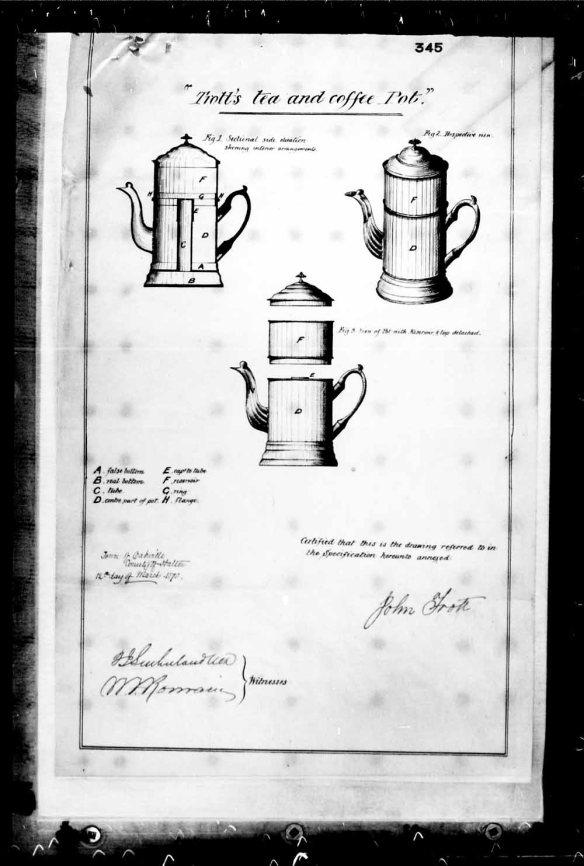 Une reproduction en noir et blanc de trois dessins d'une cafetière-théière tirée d'une demande de brevet.