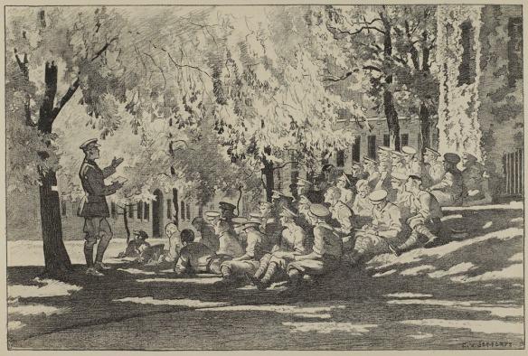 Lithographie noir et blanc montrant des officiers assis à l'ombre, dans le gazon, devant un édifice couvert de lierre. Ils écoutent un officier qui est debout devant le groupe.
