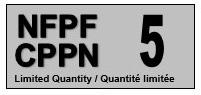 Étiquette grise portant les acronymes français et anglais du Centre de préservation de pellicule de nitrate à gauche (CPPN et NFPF), et le chiffre 5 à droite.