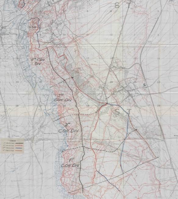 Une carte de la crête de Vimy montrant les quatre étapes des objectifs militaires en couleur : 1er objectif en noir, 2e objectif en rouge, 3e objectif en bleu et 4e objectif en brun.