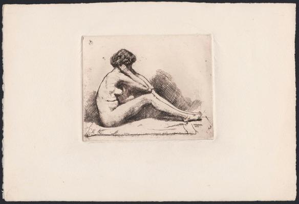 Eau-forte montrant une femme nue assise, vue de profil. Ses coudes sont posés sur ses genoux repliés, et elle tient son visage entre ses mains.
