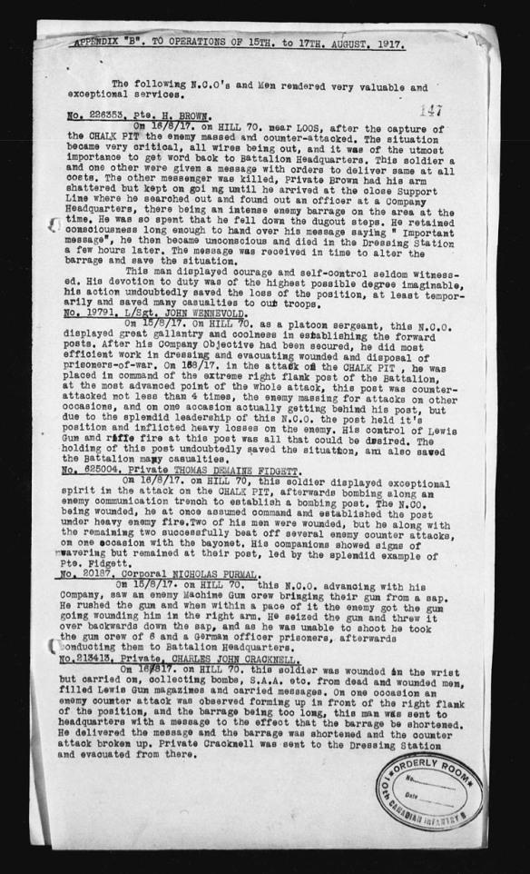 Une liste dactylographiée d'hommes ayant joué un rôle important dans la bataille de la côte 70.