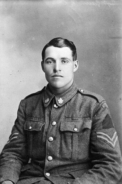 Photographie en noir et blanc de Sergent Hugh Cairns.