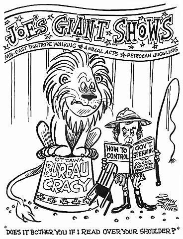 Dessin à la plume et au pinceau montrant un homme debout sur une piste de cirque, tenant un fouet et lisant un livre, pendant qu'un lion assis sur une plateforme surélevée regarde par-dessus son épaule.
