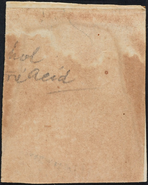 Image couleur d'une feuille de papier tachée sur laquelle sont inscrits les mots incomplets « hol » et « acid ».