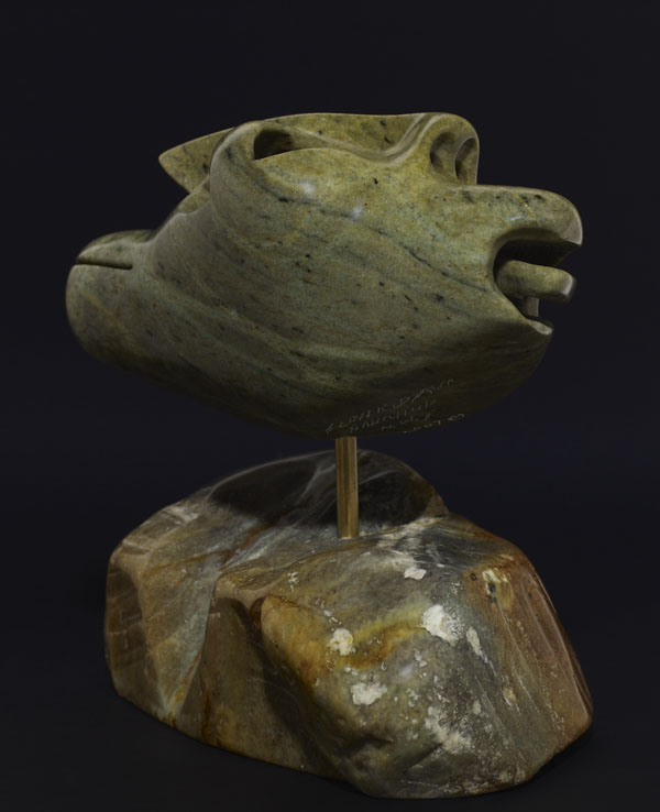 Photo couleur du profil d'une sculpture stylisée d'un homme.