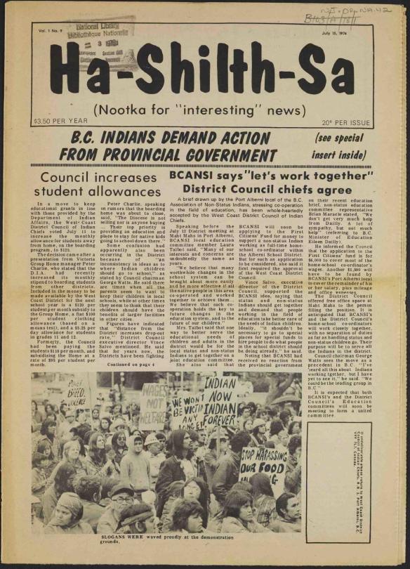 """Un journal jauni titré Ha-Shilth-Sa avec le sous-titre : Nootka pour nouvelles intéressantes [Nootka for """"interesting"""" news]. La manchette principale : Les Indiens de la C-B. demande de l'action du gouvernement provincial [B.C. Indians demand action provincial government]."""