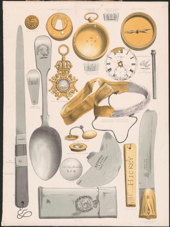 Dessin de divers objets trouvés lors des opérations de recherche orchestrées par le gouvernement britannique pour retrouver l'expédition perdue de Franklin. On y voit entre autres de l'argenterie, des lames, des montres de poche, des couteaux et une flasque.