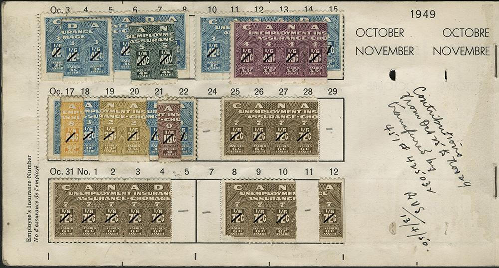 Une photographie couleur d'une page d'un carnet d'assurance-chômage usagé sur laquelle sont collés plusieurs timbres, datée d'octobre et novembre 1949. Les timbres sont très colorés et il y a une note manuscrite indiquant une date et des initiales.