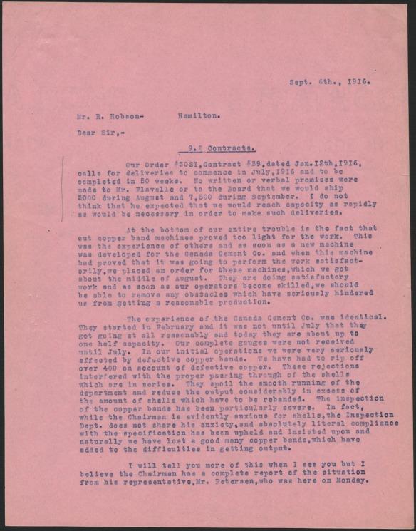 Première page, de couleur rose, d'une lettre écrite en septembre 1916 par Ross H. McMaster, chef de l'usine de Montréal, à Robert Hobson, président de la Stelco, décrivant les difficultés à produire et à livrer les obus.
