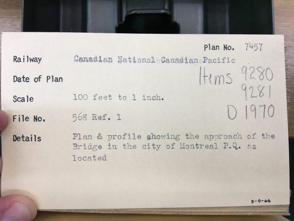 Photo couleur d'une fiche dont les numéros d'article sont encerclés en rouge.