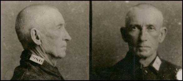 Deux photos de Bill Miner, une de face et l'autre de profil. Les cheveux et la moustache de Miner sont rasés.