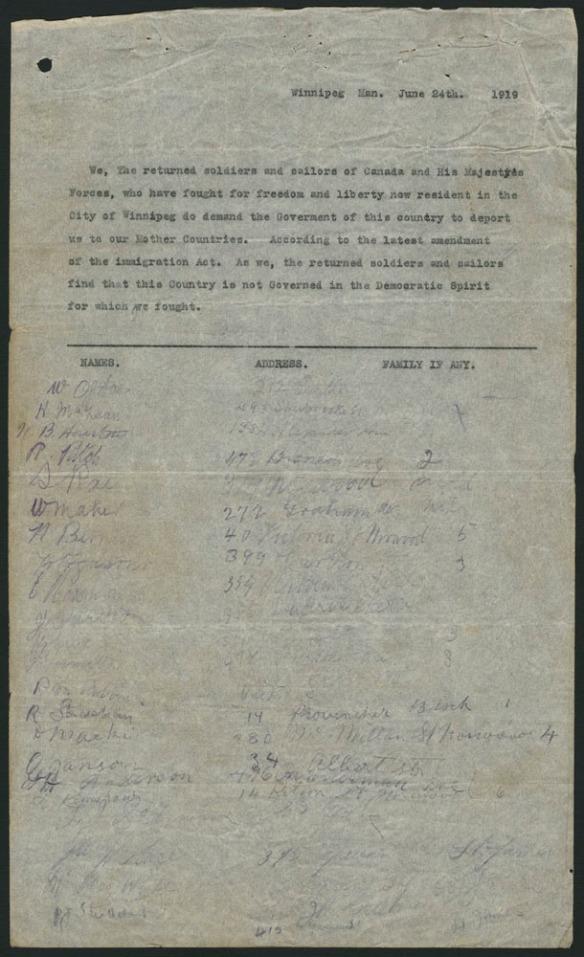 Une pétition datée du 24 juin 1919, s'ouvrant sur une déclaration tapuscrite suivie de colonnes pour la signature, l'adresse et le nombre de personnes dans la famille. Les signatures, adresses et noms des membres de la famille listés sous la déclaration sont manuscrits.