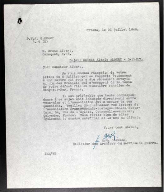 Réponse officielle, écrite en français en juillet 1948, à la demande soumise par la famille d'Alexis Albert, du North Shore (New Brunswick) Regiment, dans le but de communiquer avec ceux qui entretenaient la tombe du défunt soldat.