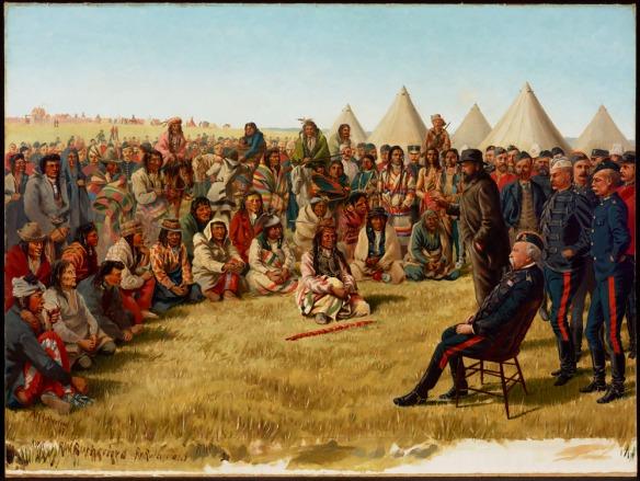 Peinture à l'huile d'une foule de membres des Premières Nations, certains debout et d'autres assis, en demi-cercle, avec des tipis en arrière-plan. Le chef Poundmaker est assis sur le sol au centre, une pipe de cérémonie devant lui. Le général Middleton est assis sur une chaise sur la droite, plusieurs soldats debout à ses côtés.