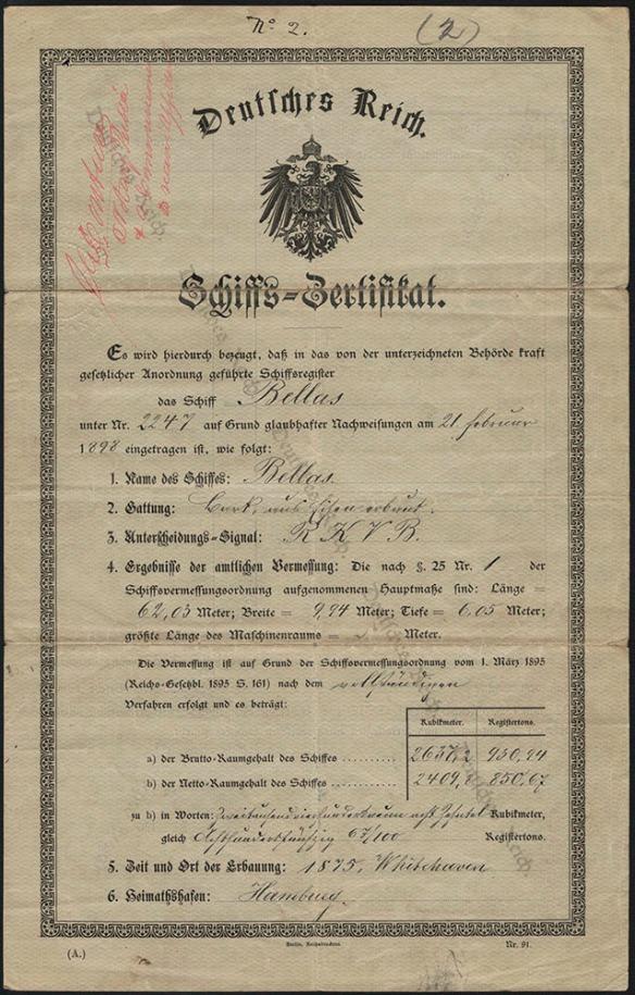 Document écrit en allemand. En filigrane sur le papier, diagonalement de gauche à droite, il est écrit Deutsches Reich (Empire germanique). Le titre du document est Deutsches Reich suivi des armoiries de l'Empire germanique et, au-dessous, Schiffs-Zertifikat.