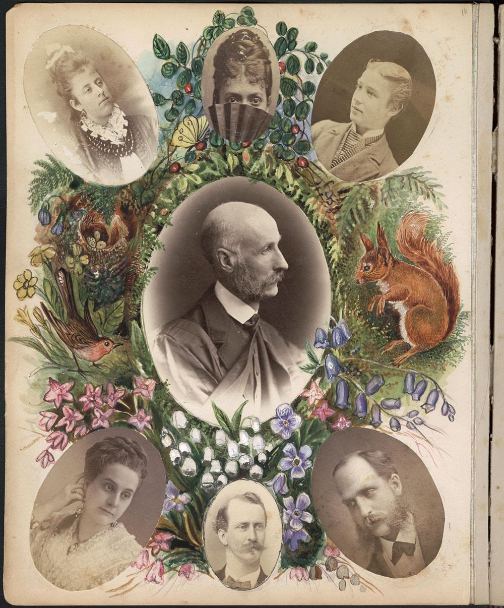 Page d'album avec une photo grand format d'un homme. Celle-ci est entourée de six petites photos d'hommes et de femmes. La page est ornée d'illustrations colorées : fleurs, oiseaux et écureuil.