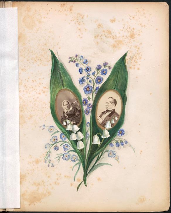 Page d'album montrant une photo de femme et une photo d'homme, chacune collée au centre d'une grande feuille verte. Le montage photo est entouré de petites fleurs bleues.
