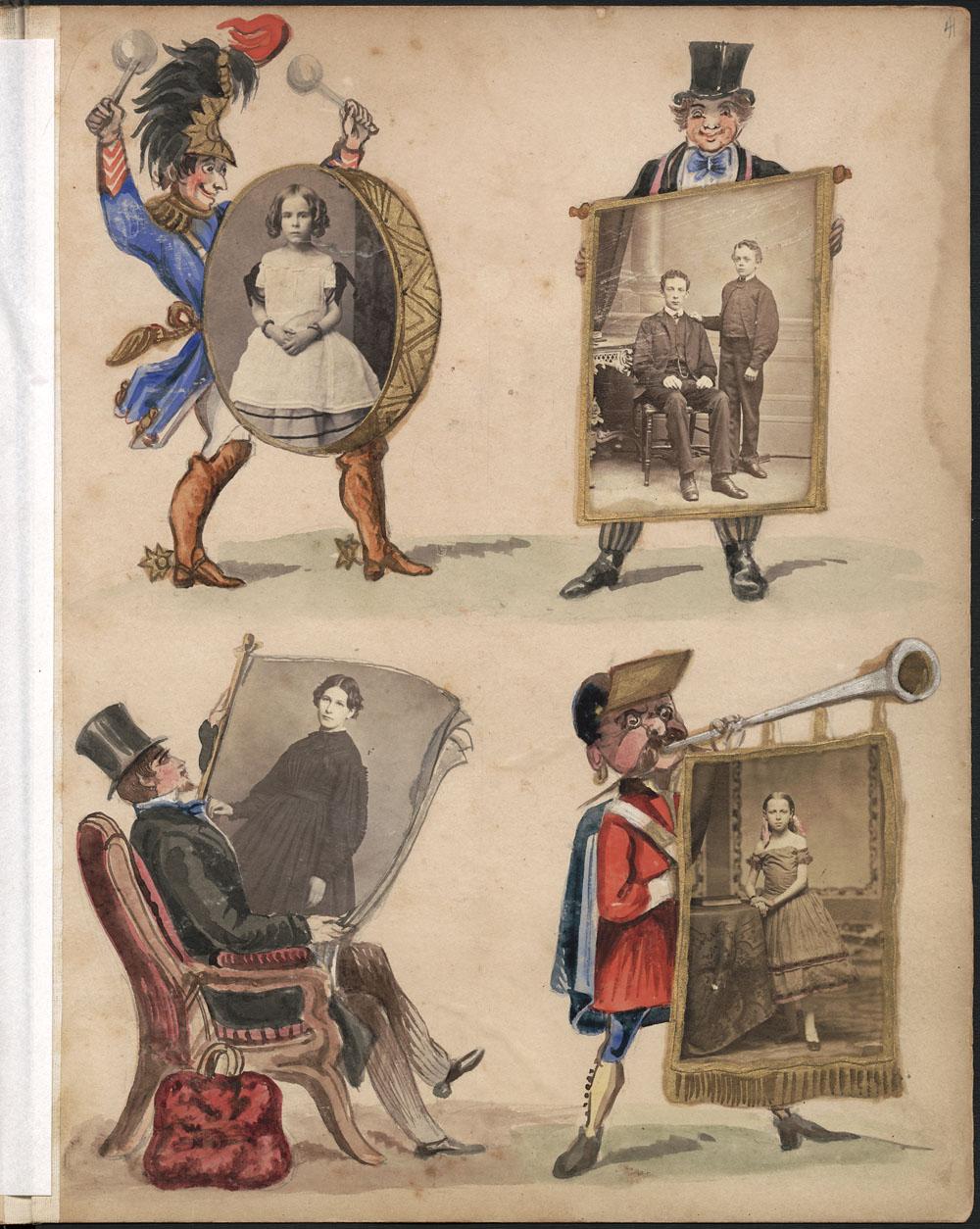 Page d'album montrant quatre illustrations en couleurs : un homme jouant du tambour, un homme tenant une affiche, un homme assis lisant un journal et un homme sonnant un cor auquel est attachée une bannière. Des photos en noir et blanc sont collées dans le tambour, l'affiche, le journal et la bannière.
