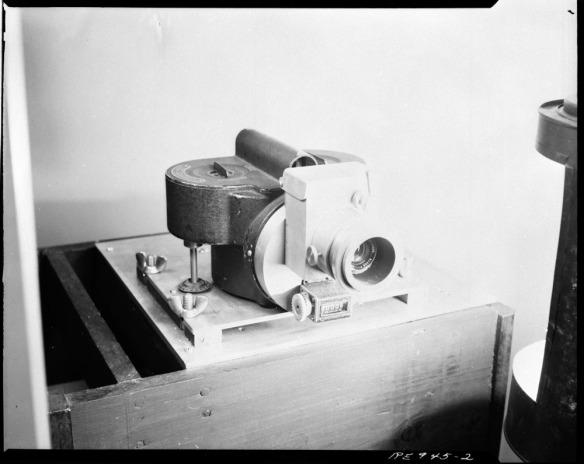 Photo noir et blanc d'un ancien appareil photo, 1943.