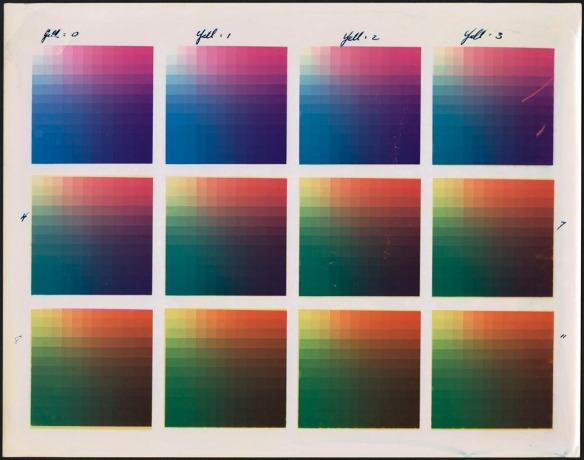 Douze grilles de couleurs, sur quatre colonnes et trois rangées.