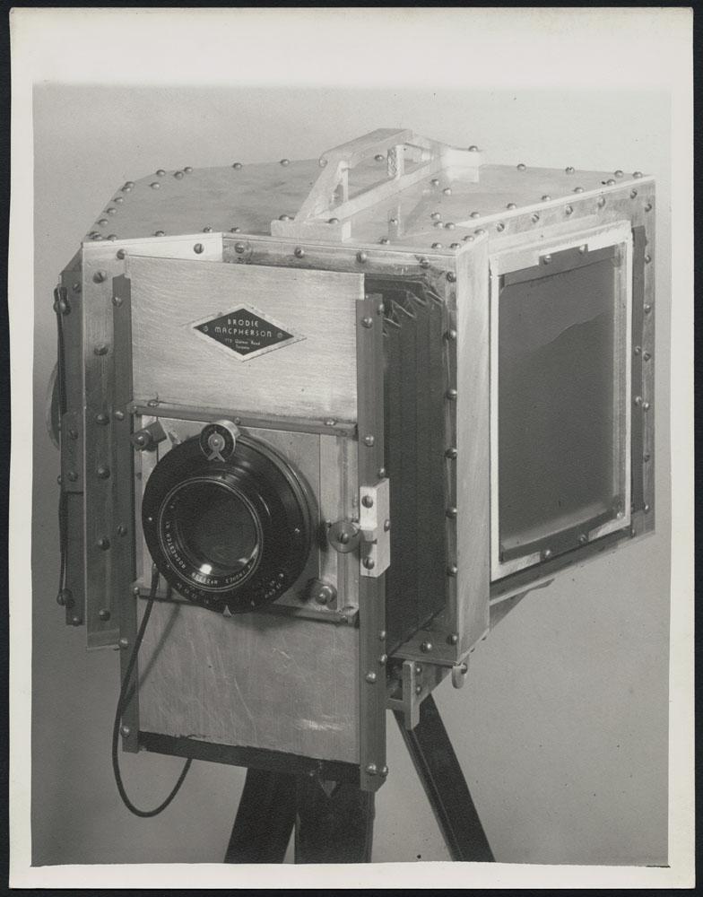 Photographie noir et blanc de l'appareil photo de Brodie Macpherson.