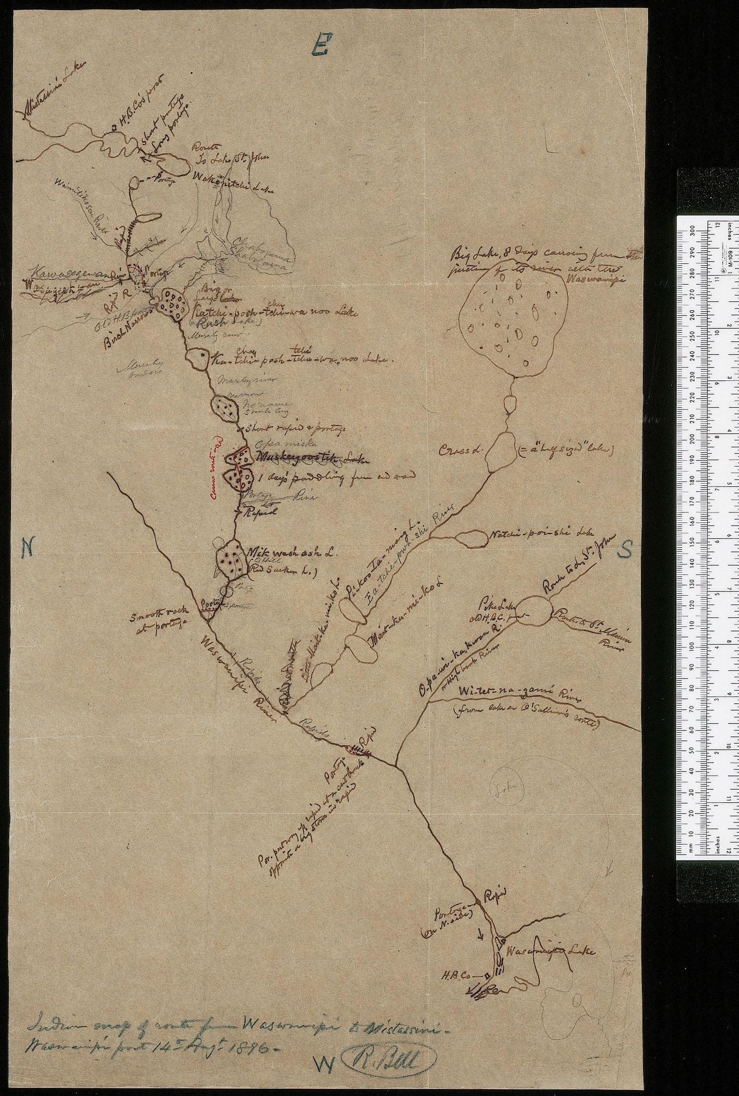 Carte dessinée à la main montrant une rivière et des plans d'eau, avec des noms de lieux et des points cardinaux. Une règle à mesurer blanche, servant à illustrer l'échelle, est située à la droite de la page.