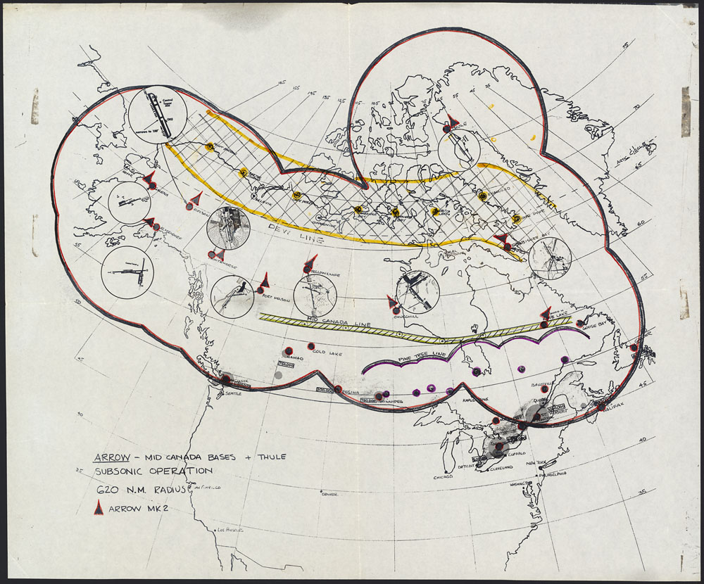 Carte manuscrite de l'Amérique du Nord avec un cercle rouge entourant le Canada et des lignes jaune, verte et mauve.