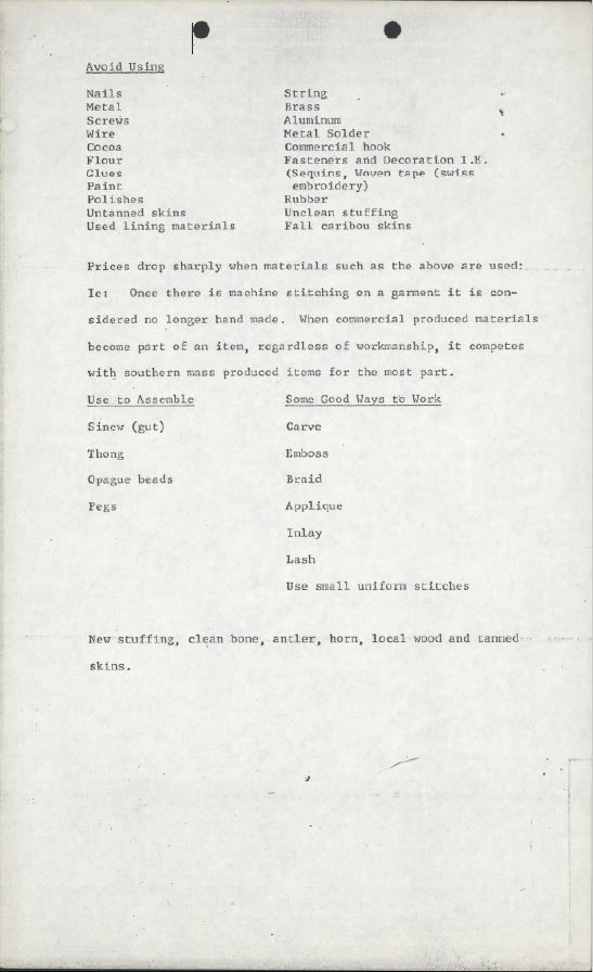 Page d'un document où figurent des listes et du texte dactylographié sous le titre « Avoid Using » (Matériaux à éviter).