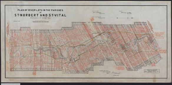 Grande carte représentant des lots riverains étroits et rectangulaires. Les noms des propriétaires des lots sont écrits à l'encre rouge. Un chemin de fer et une rivière sont dessinés sur la carte.