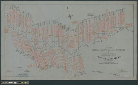Grande carte représentant des lots riverains rectangulaires et étroits. Les noms des propriétaires des lots sont écrits à l'encre rouge. Une rose des vents indiquant le nord se trouve dans le haut de la carte.