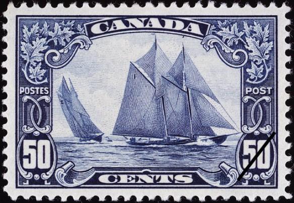 Timbre de 50 cents de Postes Canada montrant la goélette Bluenose sous deux angles différents.